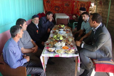 Şamaxının millət vəkili Elxan Süleymanovun təşəbbüsü ilə rayon sakinlərinə bayram sovqatı paylanmışdır – 30.08.2011